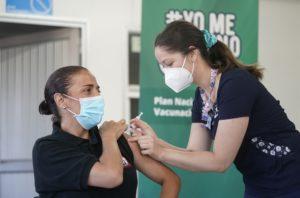 Chile: adelantan vacunación a profesores y personal de educación