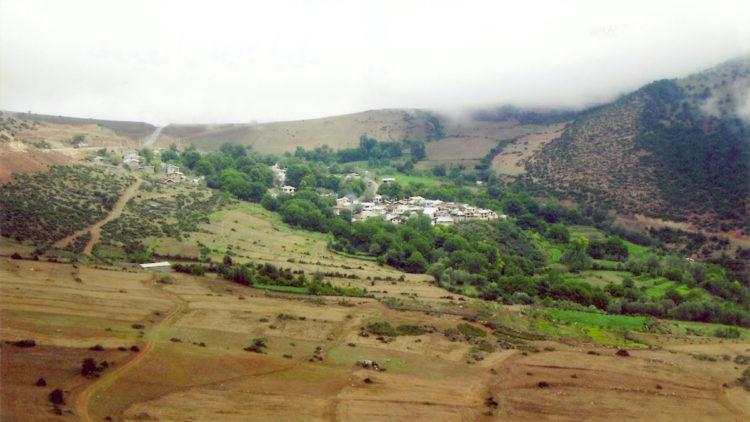 El pueblo de Ivel, en Mazandaran, ha sido el hogar de una comunidad agrícola durante siglos, y de bahá'ís durante más de 160 años.