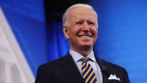 Im Kampf um die Vorherrschaft: Biden zeigt lachend die Zähne