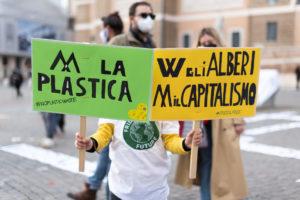 """Roma, Giornata mondiale di azione per il clima: """"Basta false promesse"""" è il grido dei Fridays For Future"""