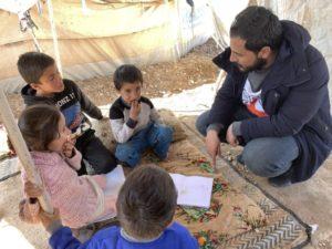 """CICV: Milhões de jovens na Síria pagam um alto preço durante """"década de perdas brutais"""""""