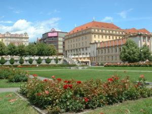 A Praga si è ucciso un uomo davanti al Ministero della salute. Un grido di aiuto contro la pandemia?