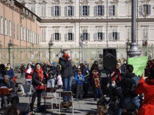 Torino: partecipata manifestazione di Priorità alla Scuola in p.zza Castello