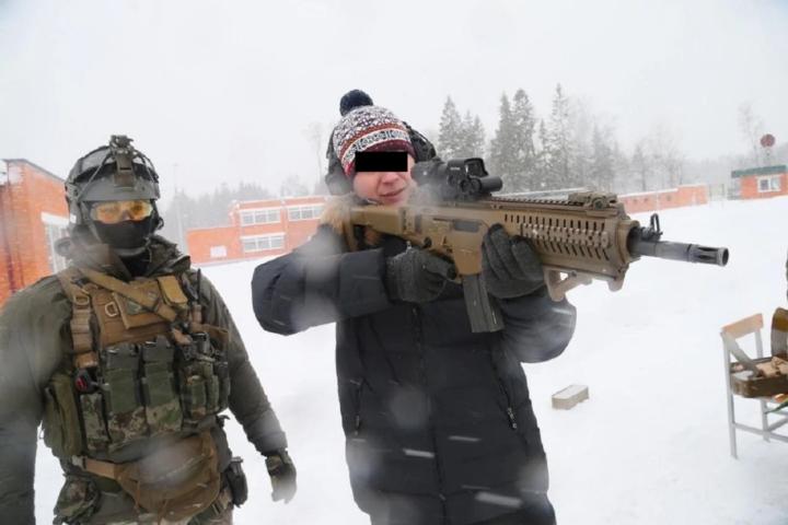 Commando delle forze speciali russe armato con fucili Beretta?