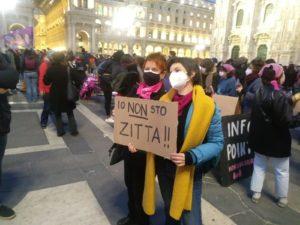 Milano, 8 marzo. Allegria e denuncia in piazza Duomo