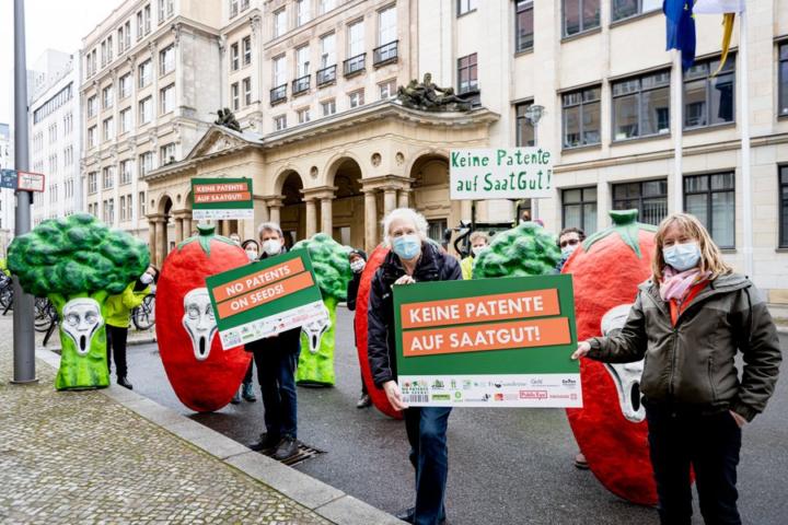 No al brevetto delle multinazionali sugli alimenti: la battaglia di We Move Europe