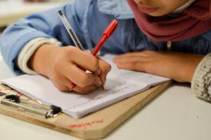 """La scuola è un diritto per tutti i bambini, rifugiati inclusi"""": la denuncia delle Ong in Grecia"""
