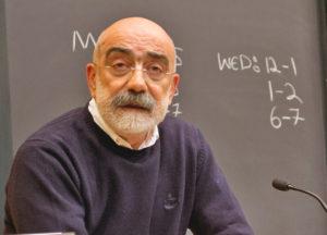 Altan, escritor turco, sale de la cárcel