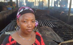 Mujeres de África; ahumadoras de pescado en Conakry