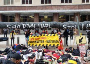 Gli indigeni Sioux marciano contro il Progetto Line 3