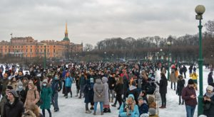 Alexei Navalny: protesters defy state crackdown to support hunger-striking Russian dissident