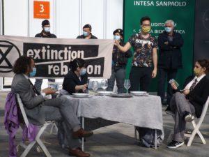 Torino: Extinction Rebellion in azione al grattacielo Sanpaolo