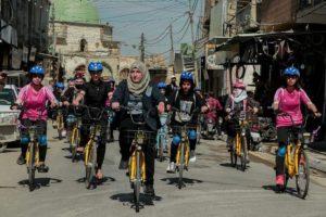 Iraq, Yasmine pedala a Mosul per la libertà delle donne