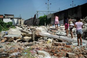 Il municipio di Rio sgombera le famiglie della Metrô-Mangueira in piena pandemia