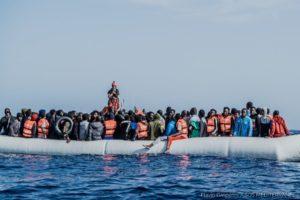 Ocean Viking, 236 persone soccorse ancora in attesa di un porto sicuro