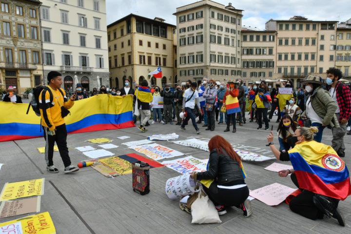 Firenze: manifestazione di denuncia della violenza in Colombia