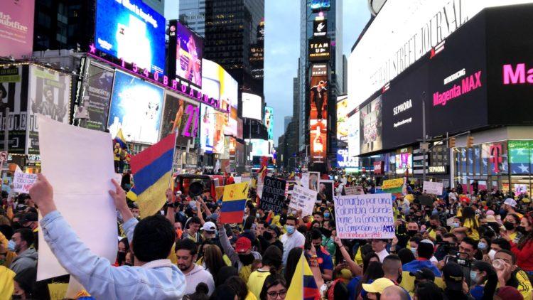 Μεγάλη διαδήλωση για την Κολομβία στην Νέα Υόρκη [Φωτογραφίες]