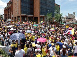 Rabia y hastío: el pueblo colombiano enfrenta la represión y el genocidio en las calles