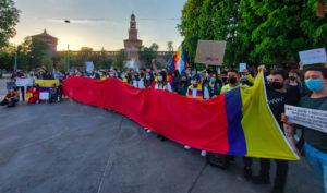 Presidio anche a Milano a sostegno del popolo colombiano
