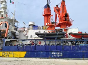Sbarco a Trapani per la Sea-Watch 4. La Sea-Eye 4 raggiunge il porto spagnolo di Burriana