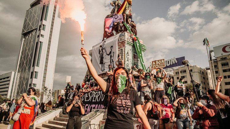 Die Rebellion der lateinamerikanischen Völker und die Zukunft