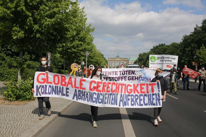 Gesundheit für alle: Protest in Berlin fordert Freigabe der Impfstoff-Patente