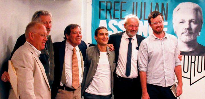 Le père et le frère de Julian Assange à New York pour réclamer la liberté du journaliste