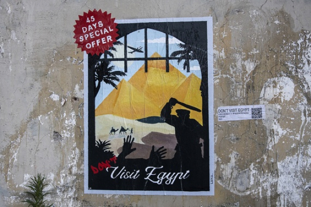 """Roma, la street artist Laika torna a denunciare la detenzione di Zaki: """"Don't visit Egypt"""""""