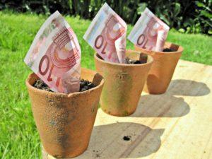 Ένα πείραμα ευρωπαϊκού βασικού εισοδήματος για ένα έτος: 800 ευρώ το μήνα, για τους πολίτες της ΕΕ