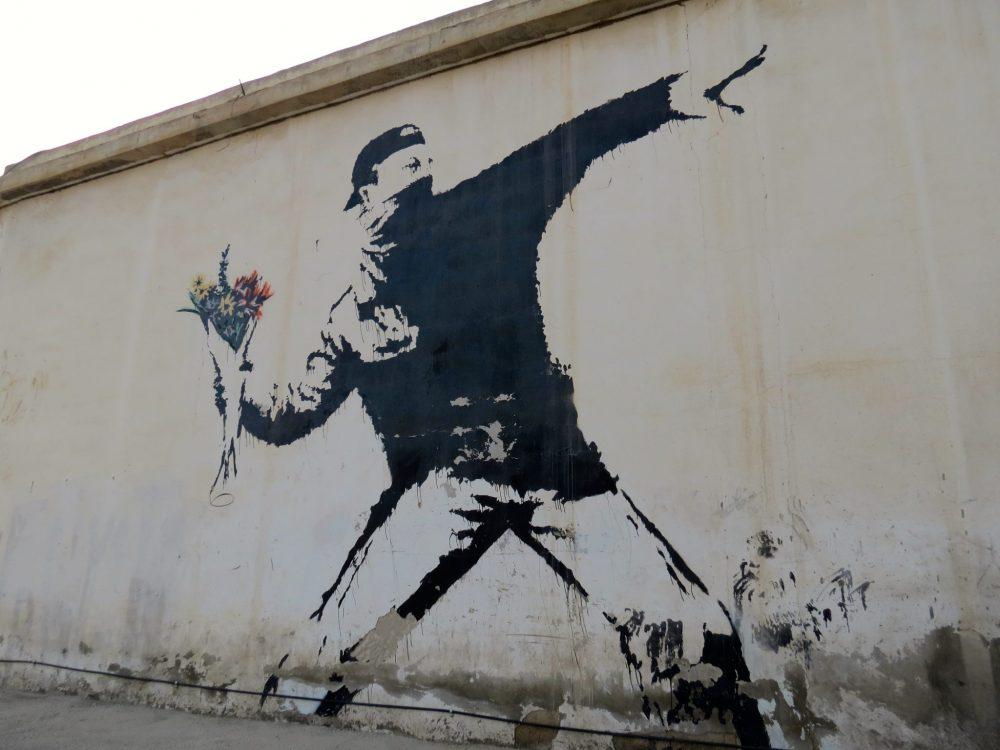 Imagen de Flower Thrower por Banksy