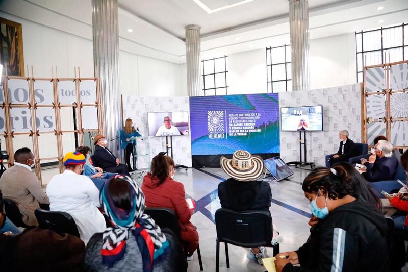 Colombia: Salvatore Mancuso y Rodrigo Londoño reconocieron sus responsabilidades ante las víctimas