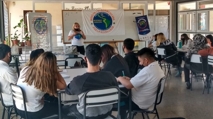 Día de entrevistas y talleres en Argentina