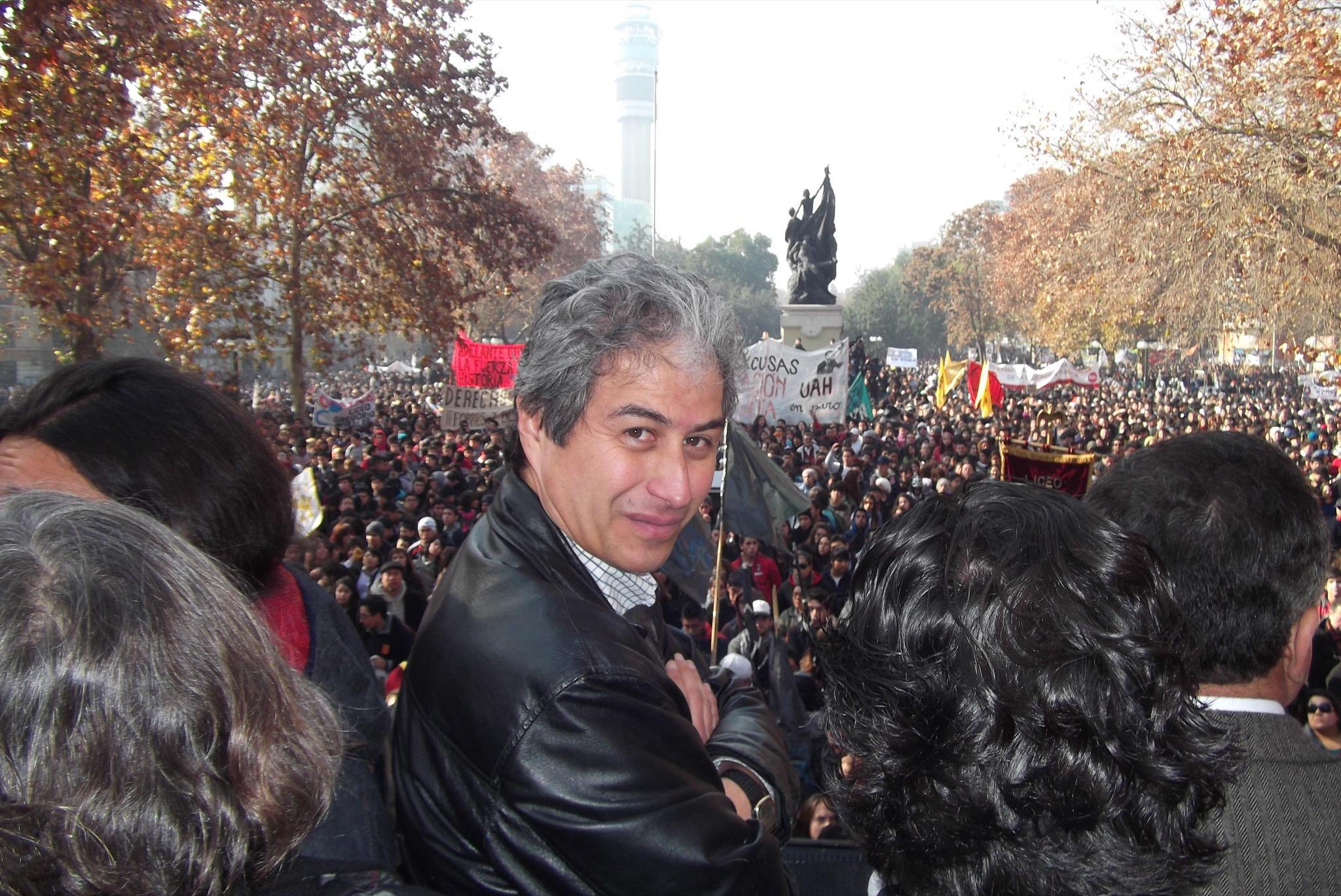 Profesores chilenos exigen que se les incluya en vacunación contra meningitis