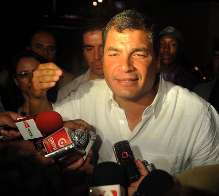 Correa advierte sobre riesgos en salud física y mental de Assange en Londres