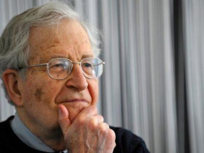 """Noam Chomsky és a korona-válság: """"a neoliberális kapitalizmus újjabb hatalmas kudarcával állunk szemben"""""""