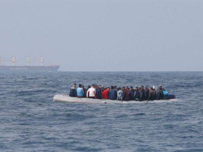 migranti-in-balia-del-mare-Nigrizia