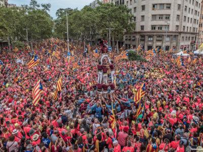 """Catalunha 11 09 2018 - Milhares de pessoas encheram esta terça-feira uma das avenidas principais de Barcelona na manifestação do Dia da Catalunha se manifestaram em Barcelona para pedir a libertação dos """"presos políticos"""".fotomovimento"""