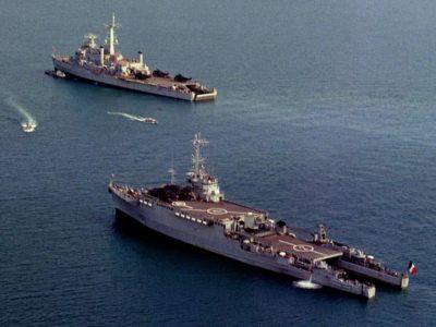 Ouragan_HMS-Intrepid_DN-SC-90-08863rc