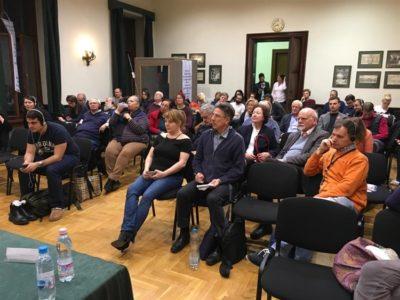 Aufmerksames Publikum in Budapest